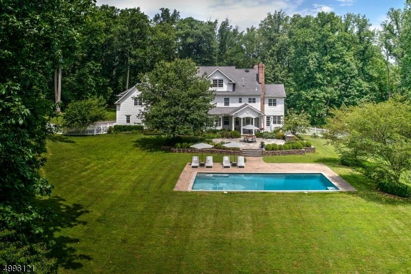 Single Family Homes für Verkauf beim Chester, New Jersey 07930 Vereinigte Staaten