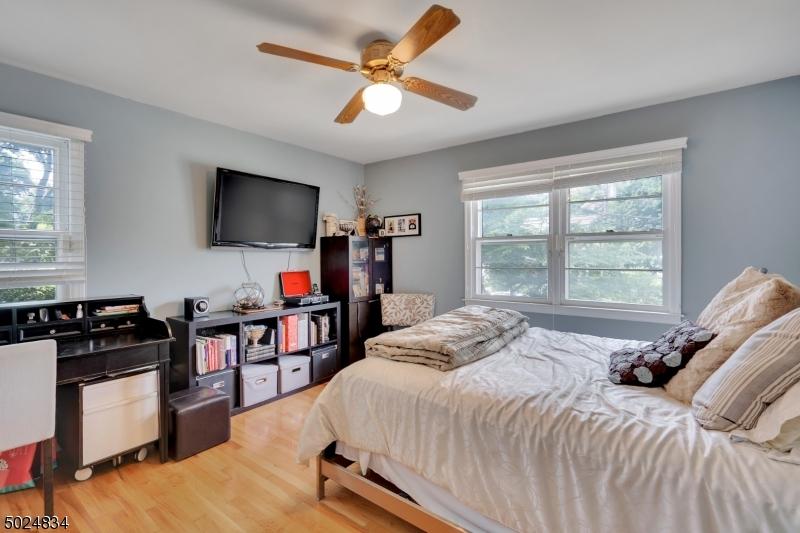 Single Family Homes 為 出售 在 Caldwell, 新澤西州 07006 美國