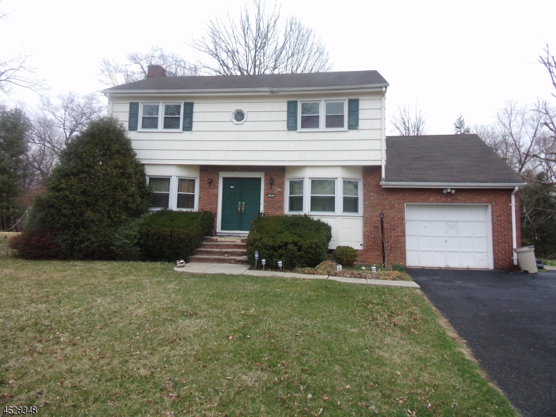 Additional photo for property listing at 162 Mali Drive  North Plainfield, 新泽西州 07062 美国
