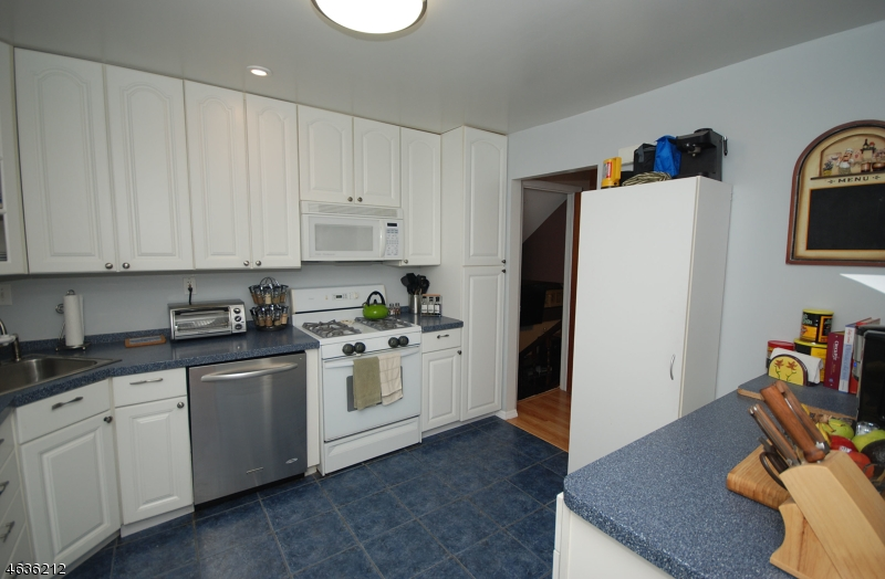 Additional photo for property listing at 5 S Cadillac Drive  Somerville, Nueva Jersey 08876 Estados Unidos