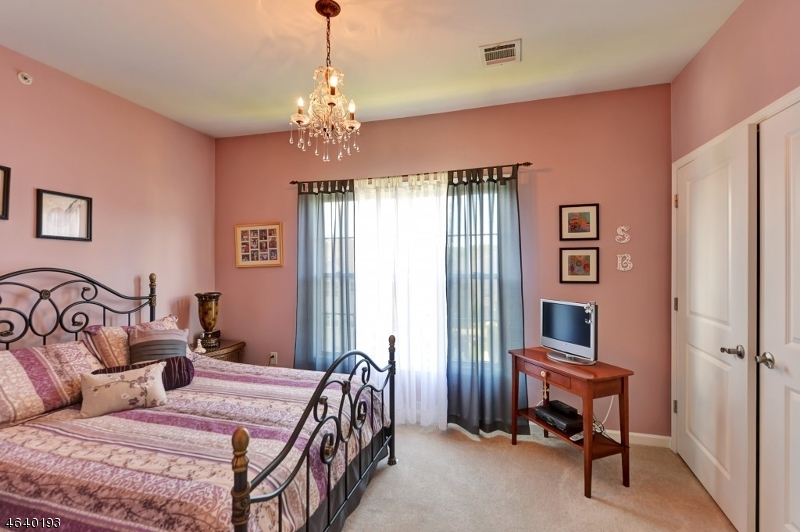 Additional photo for property listing at 4306 Harcourt Road  Clifton, Nueva Jersey 07013 Estados Unidos