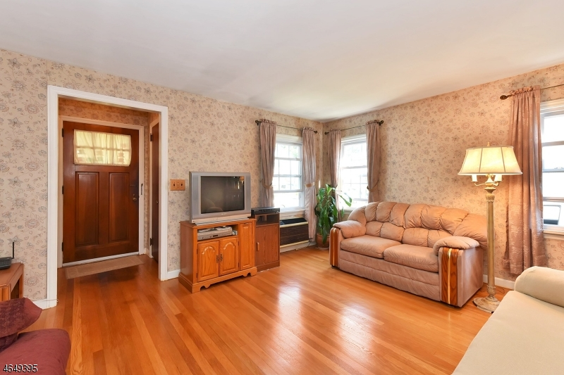 Additional photo for property listing at 181 Grand Avenue  Rutherford, New Jersey 07070 United States