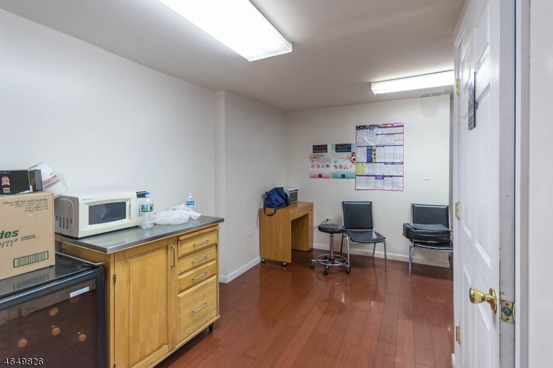Additional photo for property listing at 739 W Grand Avenue  拉维, 新泽西州 07065 美国