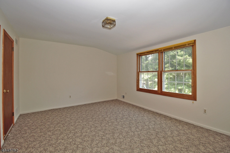 Additional photo for property listing at 1016 Califon-Cokesbury Road  莱巴嫩, 新泽西州 08833 美国