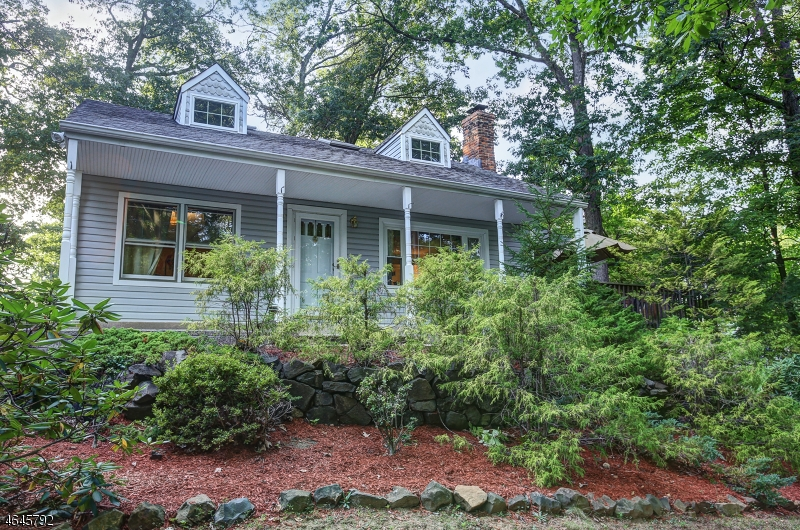 Частный односемейный дом для того Продажа на 72 Washington Drive Watchung, Нью-Джерси 07069 Соединенные Штаты