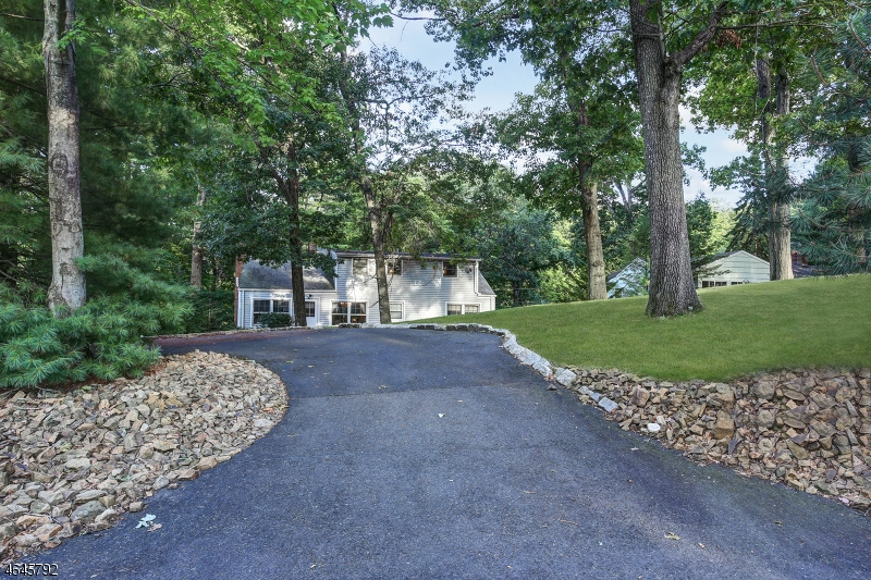 Additional photo for property listing at 72 Washington Drive  Watchung, New Jersey 07069 United States
