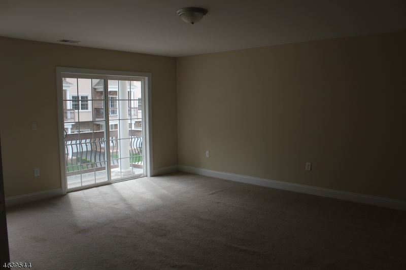 Additional photo for property listing at 4 Brandon Court  Wayne, New Jersey 07470 United States