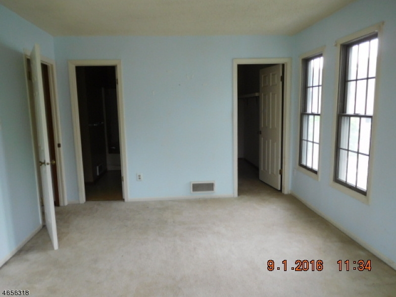 Additional photo for property listing at 86 Burlington Court  Hamburg, New Jersey 07419 United States