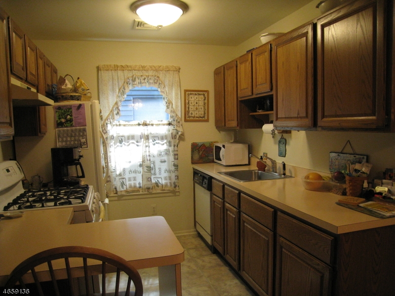 Additional photo for property listing at 1903 Spruce Hills Drive  Glen Gardner, Нью-Джерси 08826 Соединенные Штаты