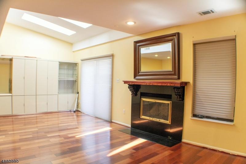 Additional photo for property listing at 785 Spinnaker Court  斯考克斯市, 新泽西州 07094 美国
