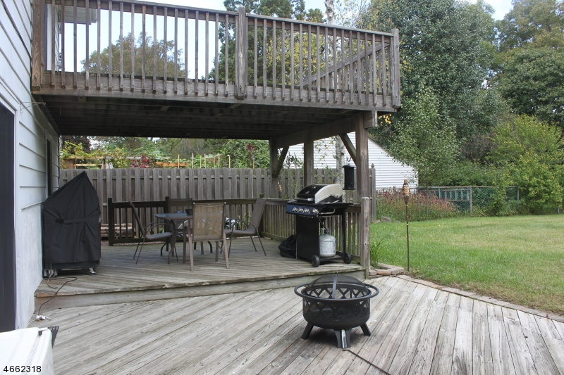 Additional photo for property listing at 23 River Road  Stanhope, Нью-Джерси 07874 Соединенные Штаты