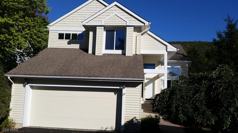 Casa Unifamiliar por un Venta en 19 Tannery Hill Drive Hamburg, Nueva Jersey 07419 Estados Unidos