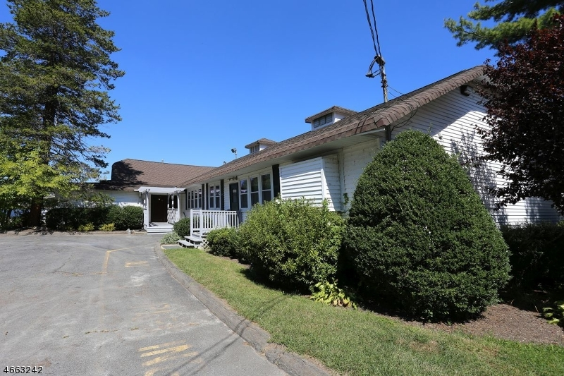 Additional photo for property listing at 17 WEST SHORE ROAD  Denville, New Jersey 07834 États-Unis