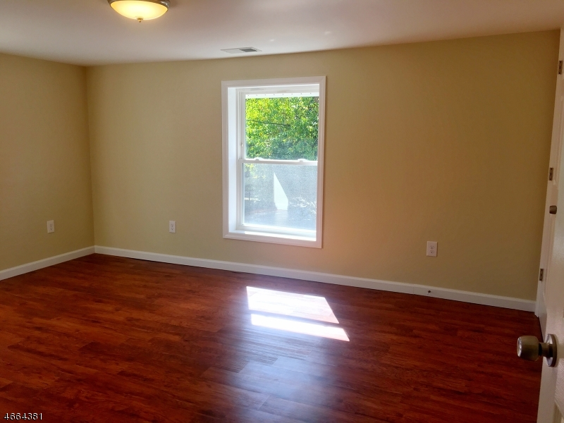 Additional photo for property listing at 7 Larue St Apt 2  Franklin, Nueva Jersey 07416 Estados Unidos