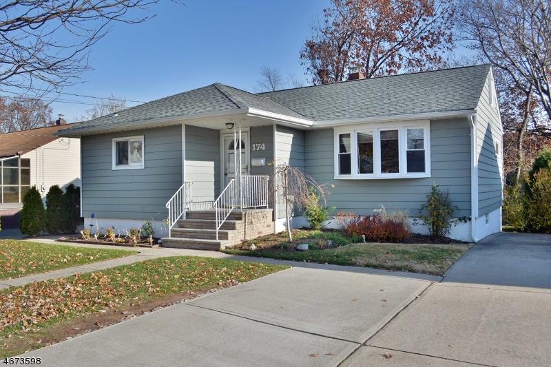 Частный односемейный дом для того Продажа на 174 Ward Street Maywood, Нью-Джерси 07607 Соединенные Штаты
