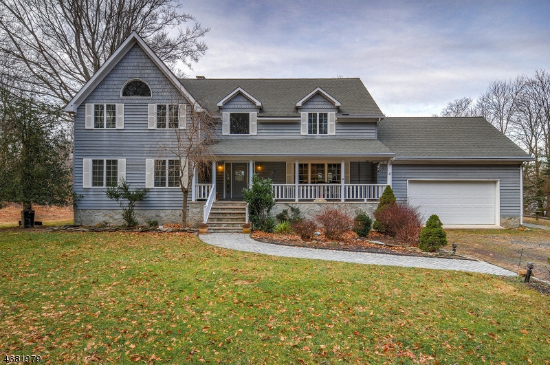 Single Family Home for Sale at 813 Miller Lane Martinsville, New Jersey 08836 United States