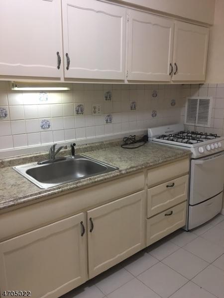 Casa Unifamiliar por un Alquiler en 189-75 Littleton Road Parsippany, Nueva Jersey 07054 Estados Unidos