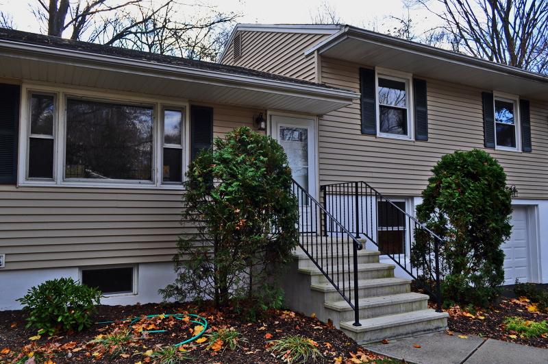 Casa Unifamiliar por un Alquiler en 8 PAWNEE Avenue Oakland, Nueva Jersey 07436 Estados Unidos