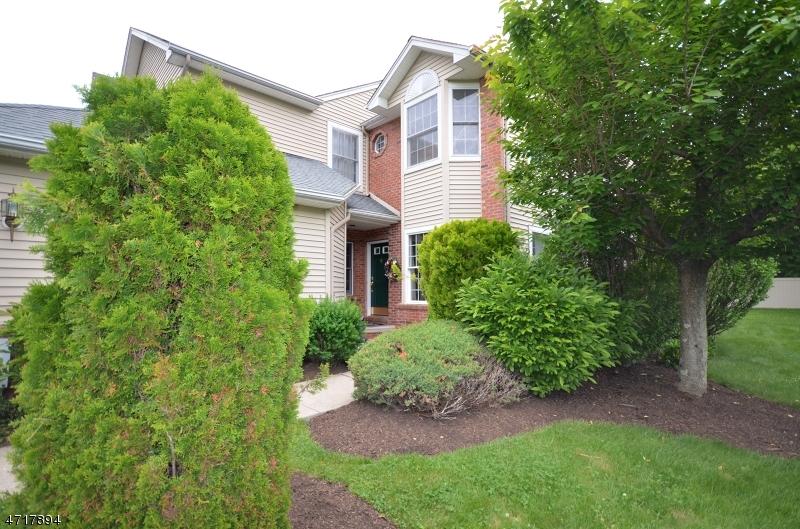 Maison unifamiliale pour l Vente à 6 Bartlett Court Roseland, New Jersey 07068 États-Unis