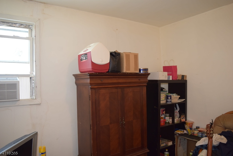 Additional photo for property listing at 721 S 14th Street  Newark, New Jersey 07103 États-Unis