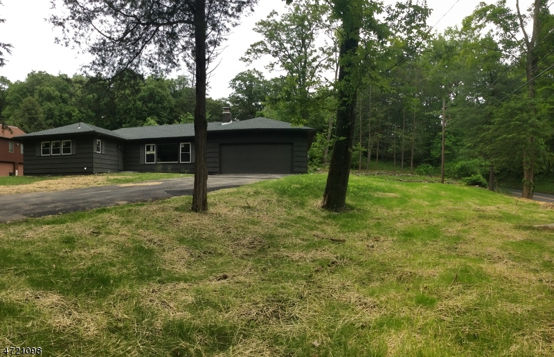 Additional photo for property listing at 261 Glen Road  Sparta, New Jersey 07871 United States