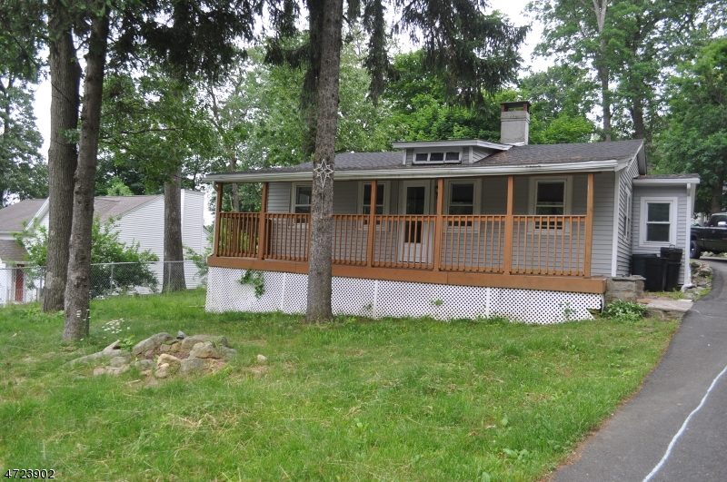 Single Family Home for Rent at 10 Shawnee Road Hopatcong, New Jersey 07843 United States