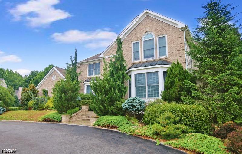 Casa Unifamiliar por un Venta en 108 Blue Jay Court Manalapan, Nueva Jersey 07726 Estados Unidos
