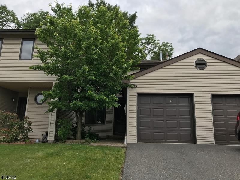 Casa Unifamiliar por un Alquiler en 5 Dogwood Circle Raritan, Nueva Jersey 08822 Estados Unidos