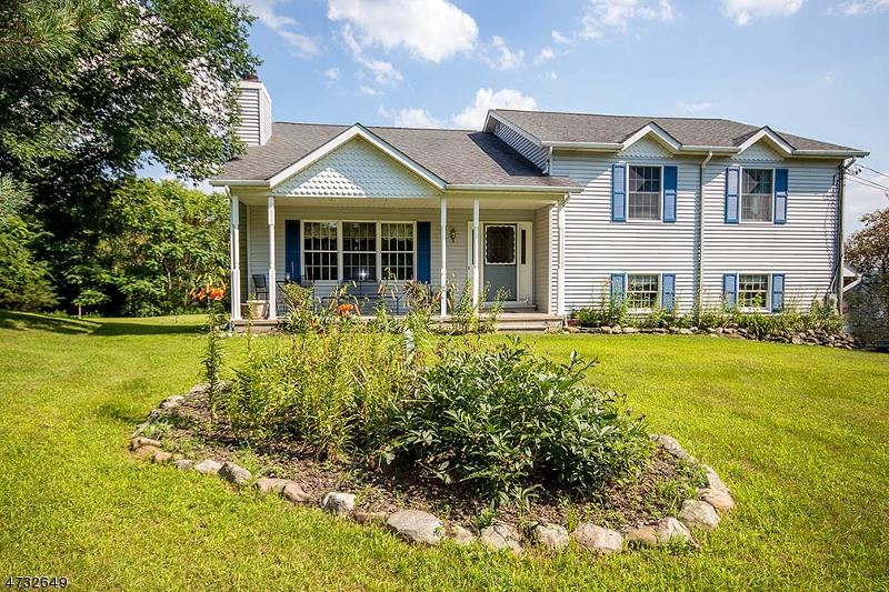 Частный односемейный дом для того Продажа на 41 Morris Avenue Branchville, 07826 Соединенные Штаты