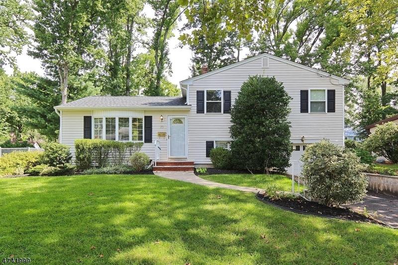 Casa Unifamiliar por un Venta en 101 N GLENWOOD ROAD Fanwood, Nueva Jersey 07023 Estados Unidos