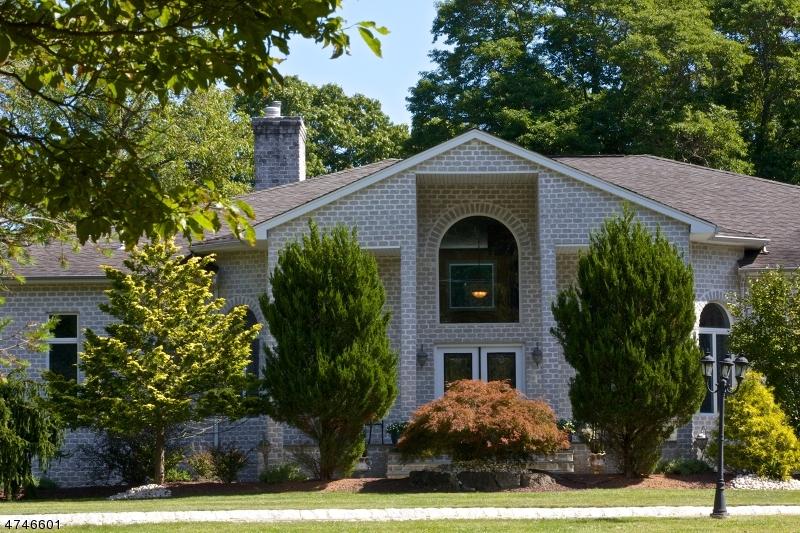 Maison unifamiliale pour l Vente à 27 Revolutionary Road 27 Revolutionary Road Colts Neck, New Jersey 07722 États-Unis