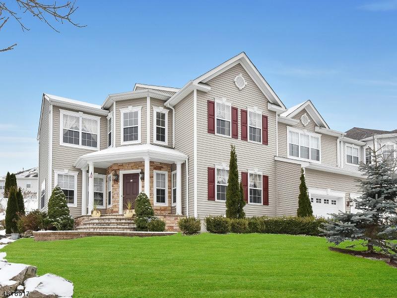 Частный односемейный дом для того Продажа на 166 TANGLEWOOD PASS Jefferson Township, Нью-Джерси 07849 Соединенные Штаты