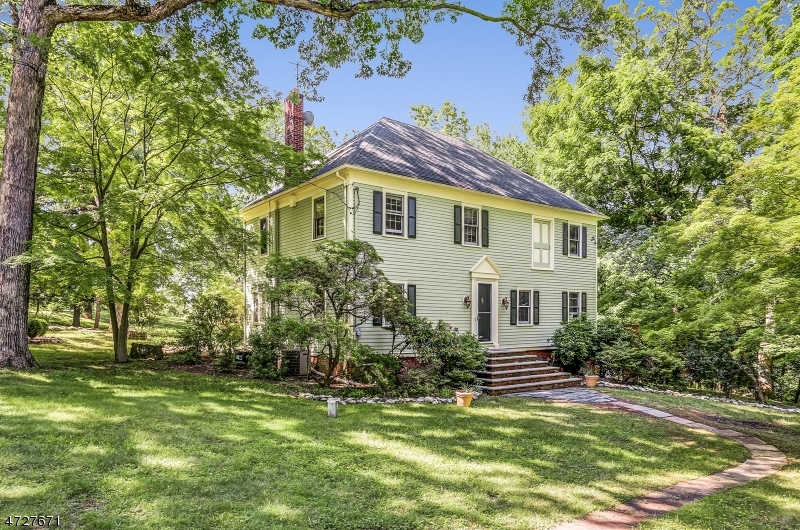Single Family Home for Sale at 126 Oaks Road Long Hill, New Jersey 07946 United States