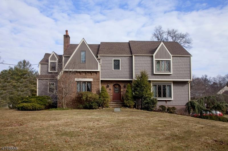 Частный односемейный дом для того Продажа на 46 Ridge Road Roseland, Нью-Джерси 07068 Соединенные Штаты