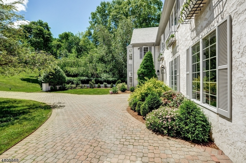 Single Family Home for Sale at 19 Balbrook Dr 19 Balbrook Dr Mendham Borough, New Jersey 07945 United States