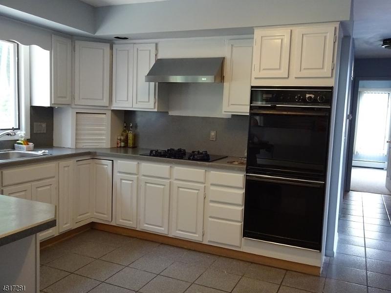Частный односемейный дом для того Продажа на Address Not Available Parsippany, Нью-Джерси 07950 Соединенные Штаты