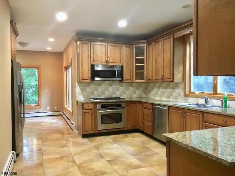 独户住宅 为 出租 在 58 Upper High Crest Drive 西米尔福德, 新泽西州 07480 美国
