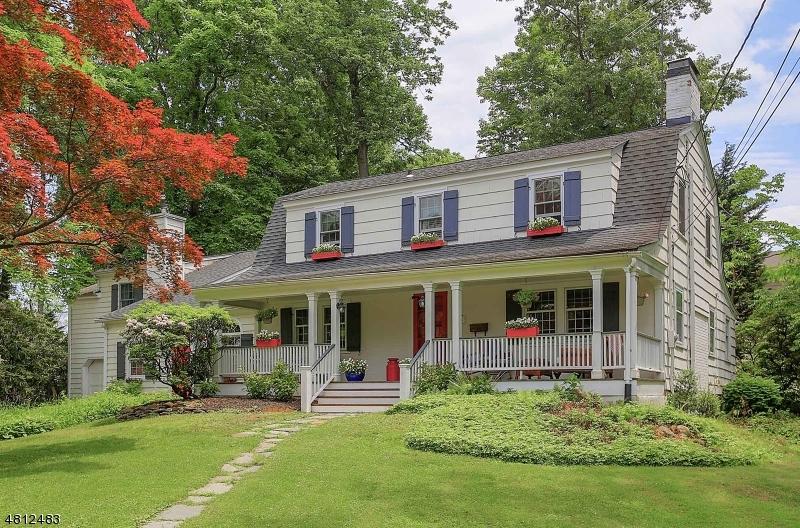 独户住宅 为 销售 在 24 TANGLEWOOD Lane Mountainside, 新泽西州 07092 美国