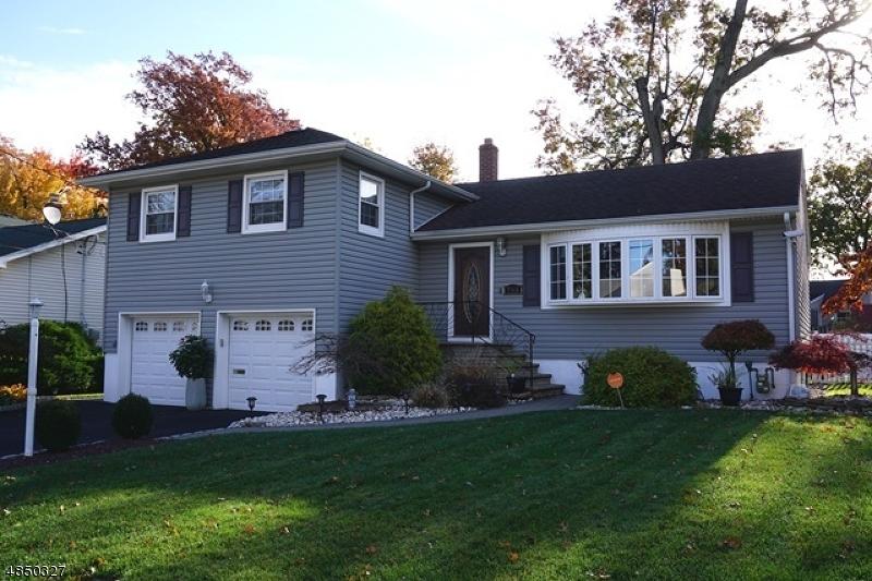 Nhà ở một gia đình vì Bán tại 703 Winchester Avenue Union, New Jersey 07083 Hoa Kỳ