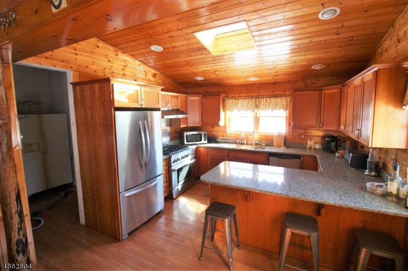 Additional photo for property listing at 4 GOLDENROD Place  Vernon, New Jersey 07418 United States