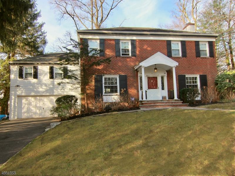 Maison unifamiliale pour l Vente à 28 WASHINGTON PARK Maplewood, New Jersey 07040 États-Unis