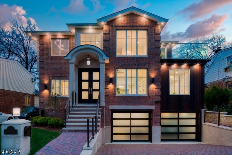 Single Family Homes para Venda às Fort Lee, Nova Jersey 07024 Estados Unidos