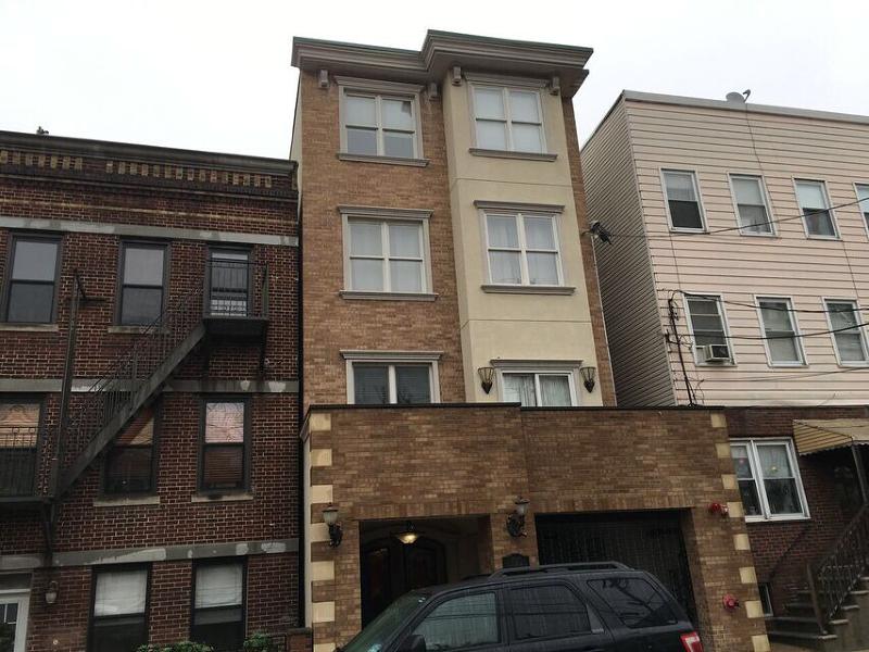 Частный односемейный дом для того Продажа на 180 19th Street Union City, 07087 Соединенные Штаты
