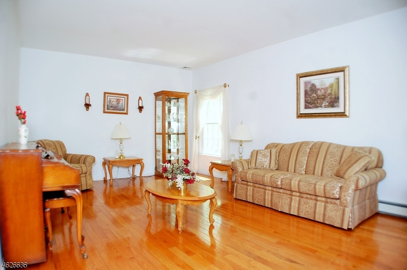 Additional photo for property listing at 4 Eugenia Lane  Oak Ridge, Nueva Jersey 07438 Estados Unidos