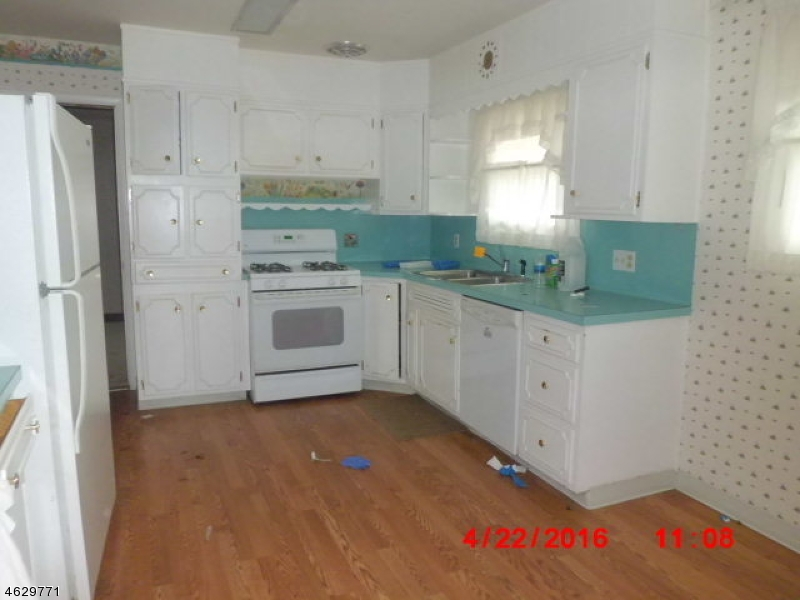 Additional photo for property listing at 711 Rugby Road  Lopatcong, Нью-Джерси 08865 Соединенные Штаты