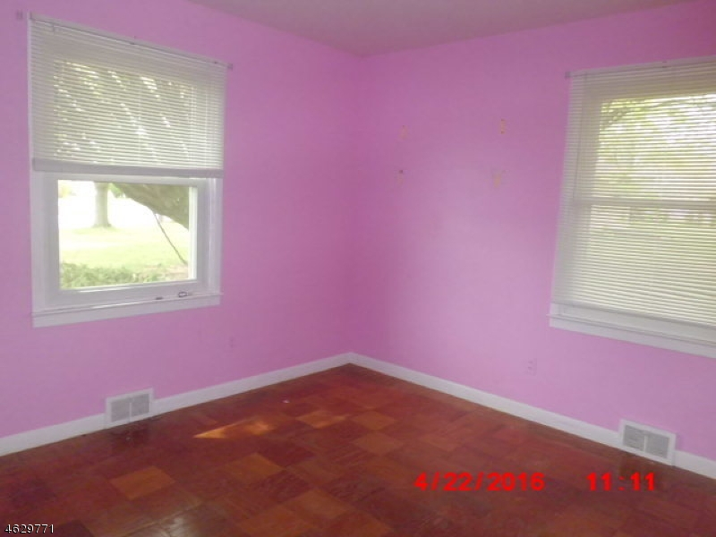 Additional photo for property listing at 711 Rugby Road  Lopatcong, New Jersey 08865 États-Unis