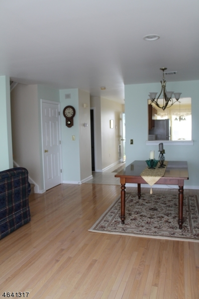 Additional photo for property listing at 26 Lakeview Drive  Hamburg, Nueva Jersey 07419 Estados Unidos