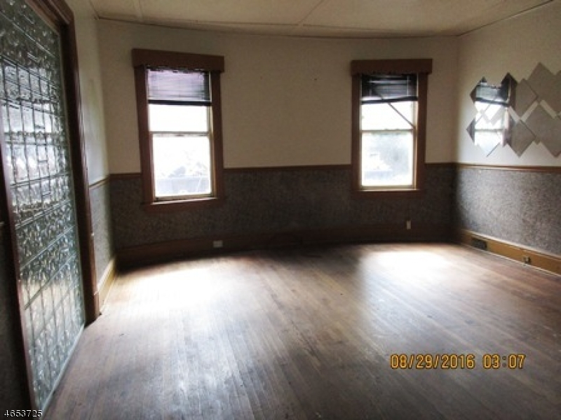 Additional photo for property listing at 28-30 MYRTLE Avenue  Plainfield, New Jersey 07060 États-Unis