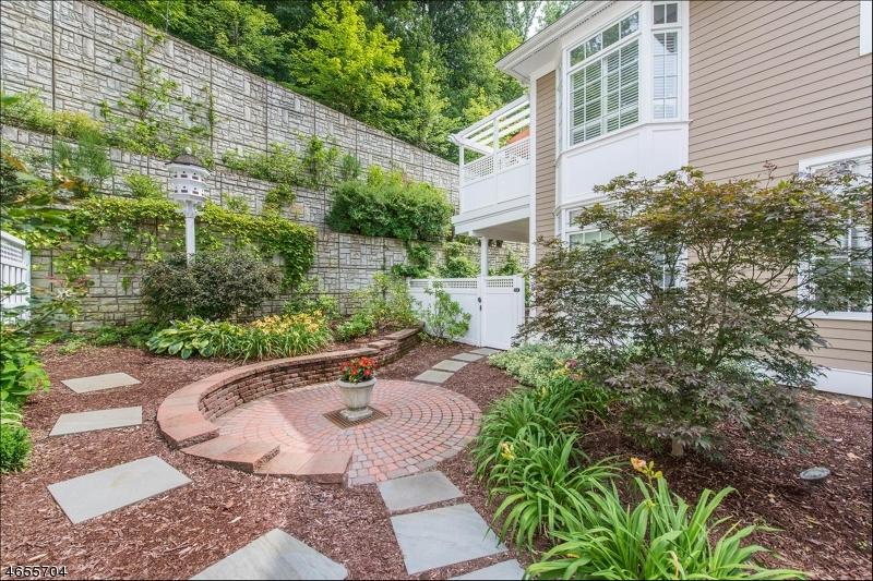 独户住宅 为 销售 在 60 Chestnut St,Unit 4 莫里斯敦, 新泽西州 07960 美国