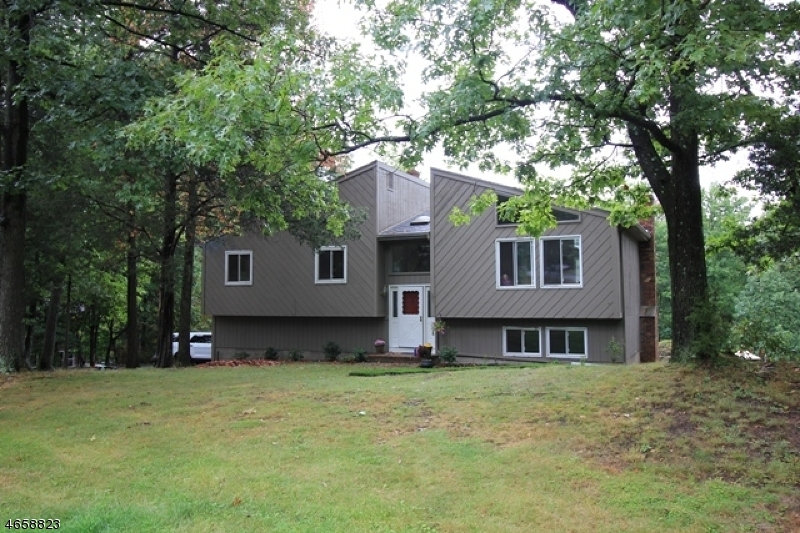 Additional photo for property listing at 31 Custer Drive  Ringwood, New Jersey 07456 États-Unis